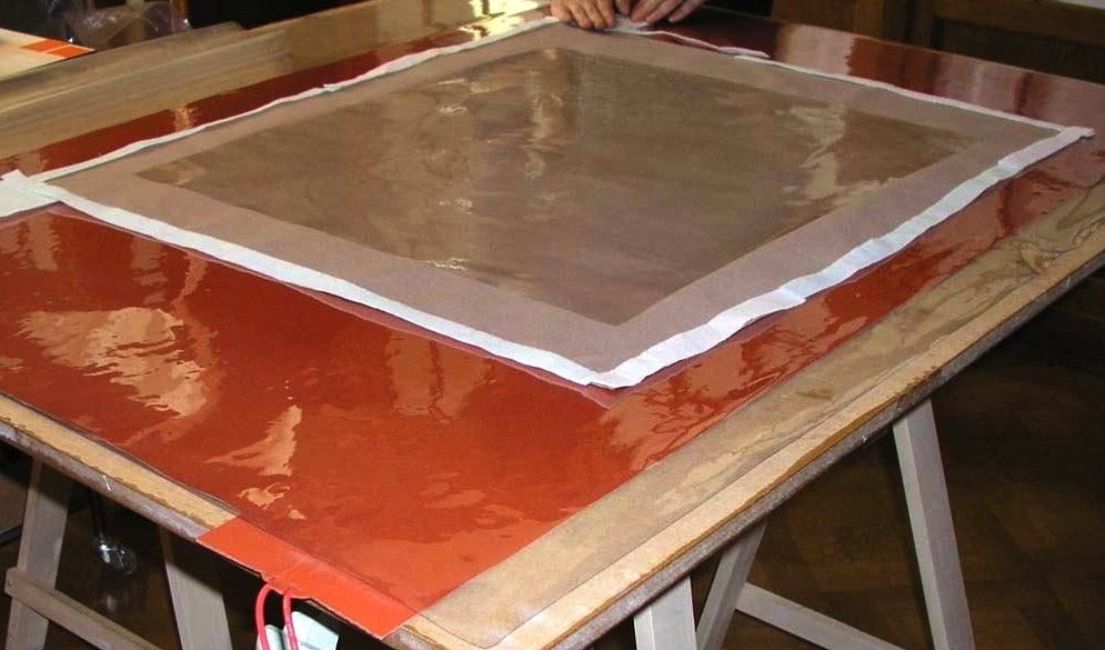 Law pressure lining table with lining canvas and glue film